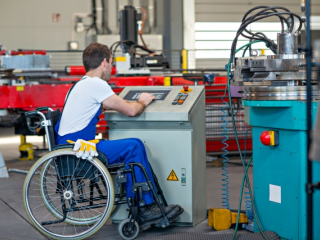 Situación del mercado laboral de las personas con discapacidad e iniciativas hacia la igualdad